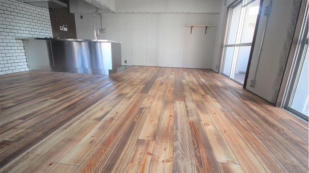 ボルドーパイン無垢フローリング レシベミエル 施工事例床材表面